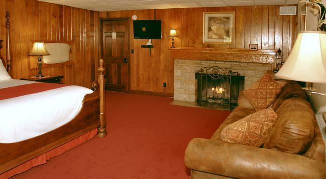 Tudor Inn Gatlinburg B&B - Gatlinburg - Bedroom
