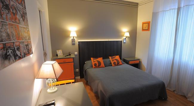 Hotel Italia - Tours - Bedroom