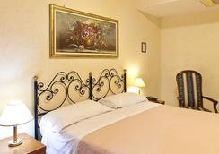 Hotel Stromboli - Rome - Bedroom