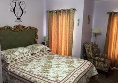 Always Inn Bed & Breakfast - Niagara Falls - Bedroom