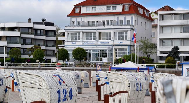 Hotel Strandschlösschen - Lübeck - Building