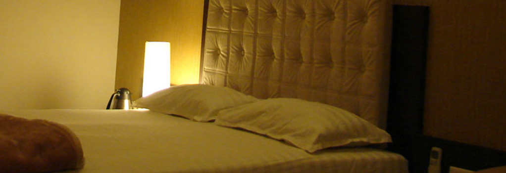 Hotel Basera - Pune - Bedroom