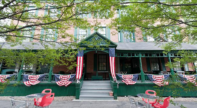 Rogues' Harbor Inn - Ithaca - Building