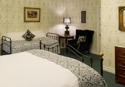 Rogues' Harbor Inn - Ithaca - Bedroom