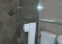 Hyde Park Inn - Tampa - Bathroom