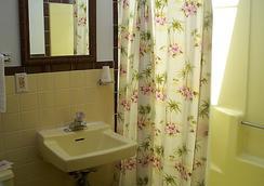 Aquarius Arms Motel - Seaside Heights - Bathroom