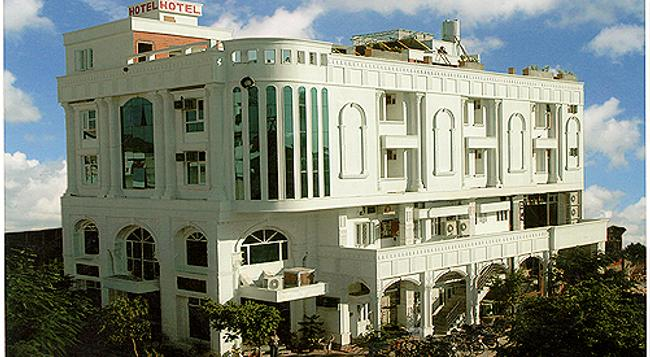 Hotel Kings Corner - Jaipur - Building