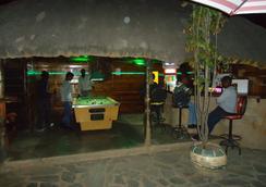 Flintstones Backpackers - Lusaka - Bar