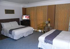 Claremont Hotel - Singapore - Bedroom