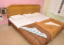 Shivaguru Comforts - Mysore - Bedroom