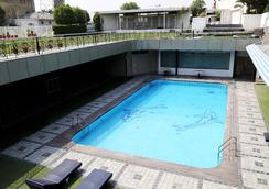Dee Marks Hotel & Resorts - New Delhi - Pool