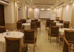 Dee Marks Hotel & Resorts - New Delhi - Restaurant