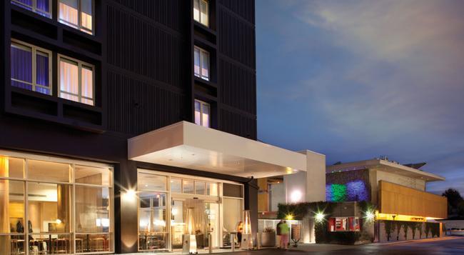 Custom Hotel Los Angeles Airport - A Joie De Vivre Hotel - Los Angeles - Building