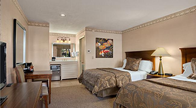 Days Inn San Diego Hotel Circle Near Seaworld - San Diego - Bedroom