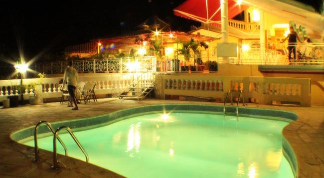 Paradis Hotel - Port Au Prince - Building