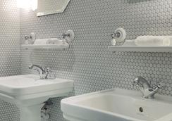 Hotel Bachaumont - Paris - Bathroom
