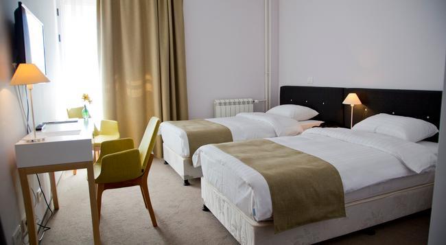 B Hotels - Belgrade - Bedroom