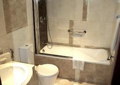 Xclusive Casa Hotel Apartments - Dubai - Bathroom