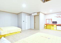 G Hotel - Busan - Bedroom