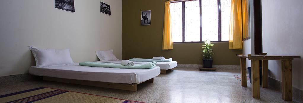 The Meditating Monkeys - Bangalore - Bedroom
