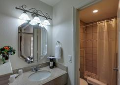 Romantic Inn & Suites - Dallas - Bathroom