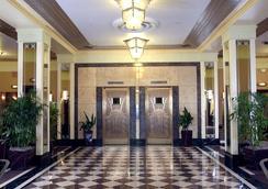 Ambassador Hotel - Milwaukee - Lobby