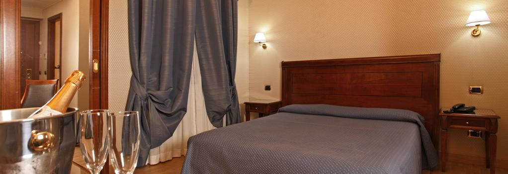 Hotel Montecarlo - Rome - Bedroom