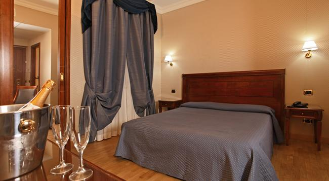 Montecarlo Hotel - Rome - Bedroom