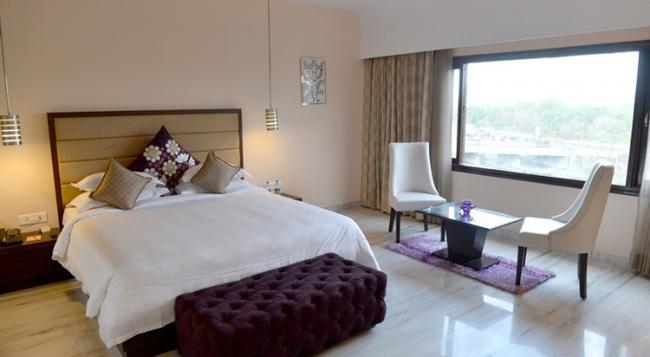 Q Hotel - Udaipur - Bedroom