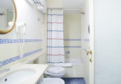 The Grand Hotel Europa - Naples - Bathroom