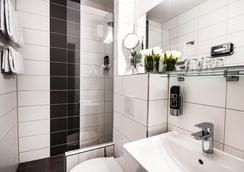 Hotel Metropol - Munich - Bathroom