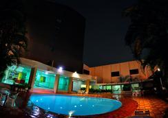 Biss Inn - Goiânia - Pool