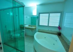 Biss Inn - Goiânia - Bathroom