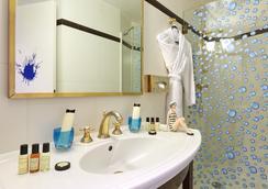 Hotel Waldorf Trocadero - Paris - Bathroom