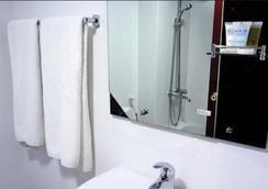 New Penninsula Hotel - Dubai - Bathroom