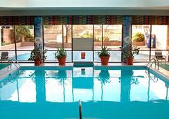 Newark Liberty International Airport Marriott - Newark - Pool