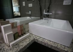 Aranjuez Hotel & Suites - David - Bathroom