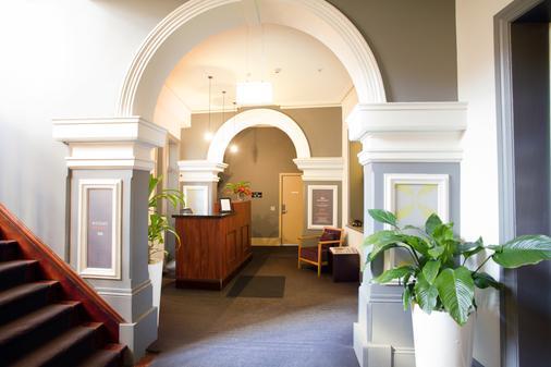 1831 Boutique Hotel - Sydney - Front desk