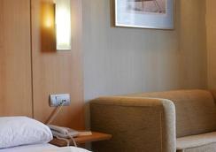 Hotel Posadas de España Málaga - Malaga - Bedroom