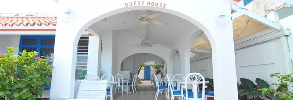 Tres Palmas Inn - San Juan - Building