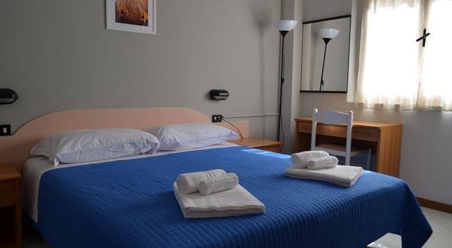 Hotel Laura - Rimini - Bedroom