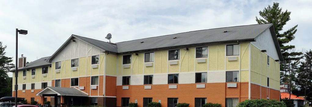 Days Inn & Suites Traverse City - Traverse City - Building