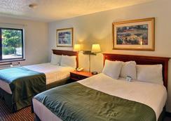 Days Inn & Suites Traverse City - Traverse City - Bedroom