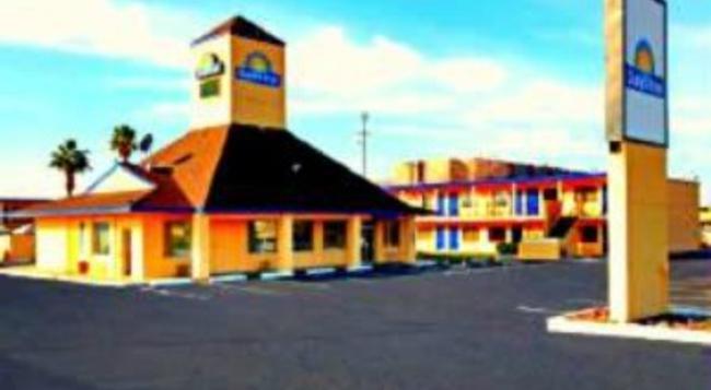 Travelodge Phoenix North - Phoenix - Building