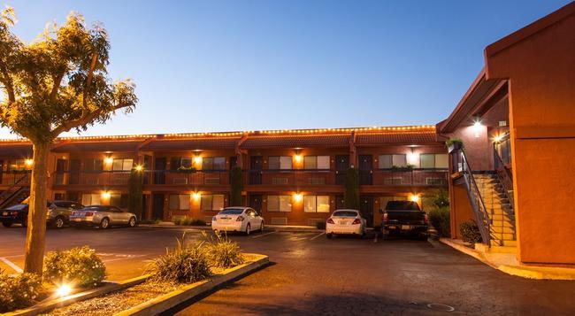 Chablis Inn - Napa - Building