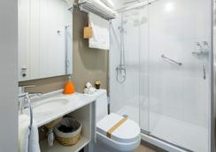 Casasur Charming Hotel - Santiago - Bathroom