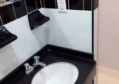 St Marks Hotel - New York - Bathroom