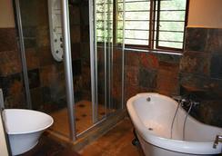 Fumanekile Lodge - Nelspruit - Bathroom