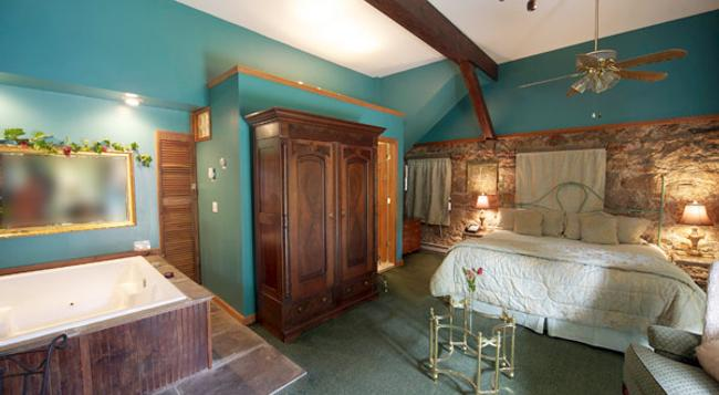 The Villa Bed & Breakfast - Westerly - Bedroom