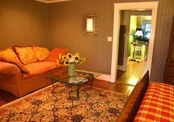 Cameron House Inn - Manteo - Bedroom